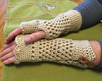 Beige finger-less gloves with button detail