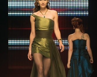 Evening dress asymmetrical green taffeta, with waist cincher in draping of chiffon