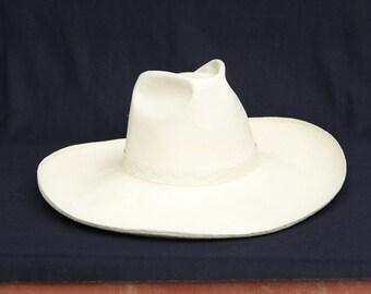 BIG COWBOY HAT