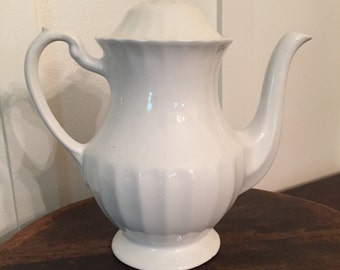 """Vintage J&G Meakin Large 9"""" Tall Teapot in """"Classic White"""" Made in England 