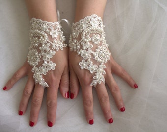 wedding gloves,bridal gloves,ivory pearls lace,custom,bridal accessories, lace style,french lace,Free shipping.