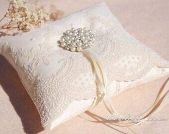 Wedding ring pillow. Silk ring pillow,lace ring bearer pillow,wedding gift ,wedding Accessories.Ivory  wedding ring pillow