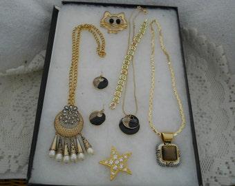 Vintage Jewelry Lot Necklaces Bracelets Earrings Pins K.C. #672