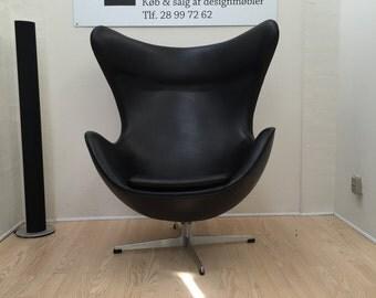 Arne Jacobsen, The egg in black leather