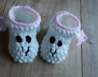"Crochet baby booties ""little sheep"""