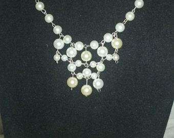 Net pearl bib necklace