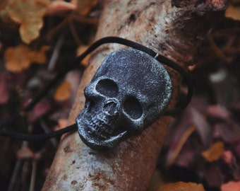 Skull necklace made of resin