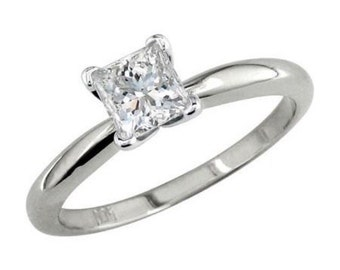 14 k White Gold Diamond ring 0.74 CT