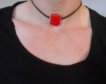 Red ceramic pedentif collar