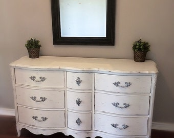 BEAUTIFUL  White Unique Vintage Shabby Chic French Provincial  Bedroom Dresser /Buffet/ Baby Changing Table