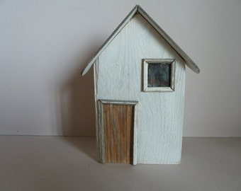 Little wooden houses. Handmade and delightful tiny houses as a housewarming gift or to keep for yourself on their own or to make a village !