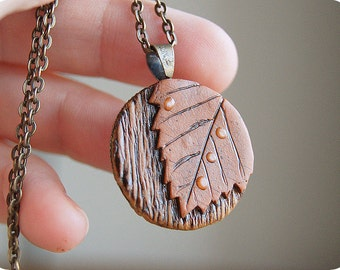 Autumn fall necklace Maple leaf pendant Autumn jewelry Woodland necklace Gift for mom Forest fairy jewelry Raindrop Burnt necklace leaves