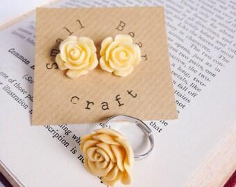 Lemon yellow rose ring and earring set, pale yellow rose ring and stud earrings, yellow flower jewellery set