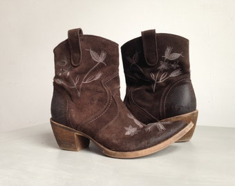 Suede cowboy style boots with embroidery