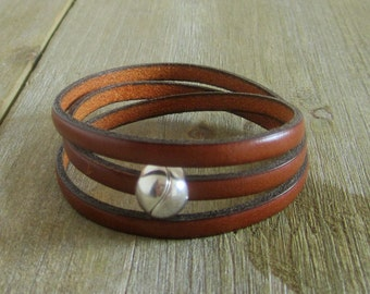 Camel leather, 3 rounds of wrist, magnetic ball clasp strap