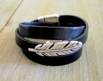 Black leather strap, buckle pen, 3 rounds of wrist, magnetic clasp.