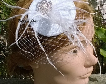 "Fascinator on comb ""Montaigu"", white lace, feathers and veil, bridal, wedding"