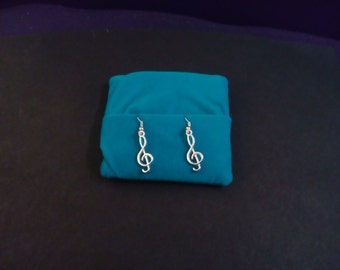 Treble clef fashion earrings