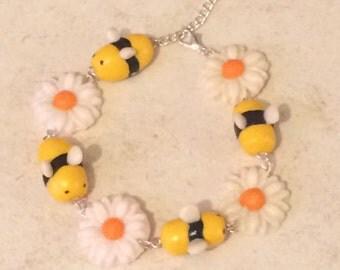 Busy bee daisy chain bracelet