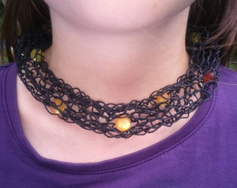 Paper yarn necklace