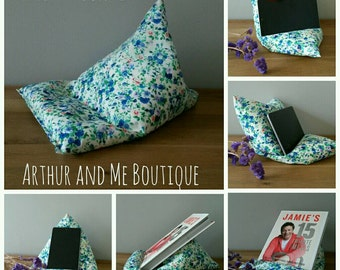 I pad / tablet / book beanbag stand