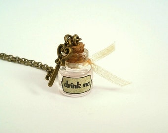 Alice in Wonderland | Drink me necklace | Ivory | Alice necklace