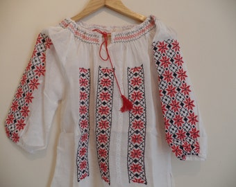 BeautifulTransylvanian bohemian Vintage embroidered peasant blouse