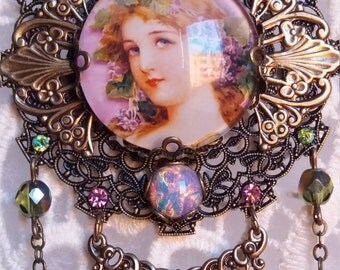 FLORENCE GARDEN. Pendant with fantasy of nymph of Victorian style with swarovsky crystals.