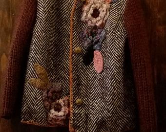 Unique/Giacca bordeaux in tweed con decorazioni fiori uncinetto/crocheted/Bohochic/Flower/Handmade/Shabbychic/Floreal/Hippie/Stempunk/