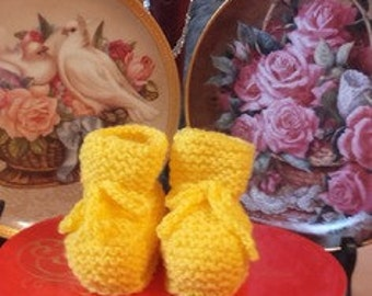 Yellow slippers 0/3 months