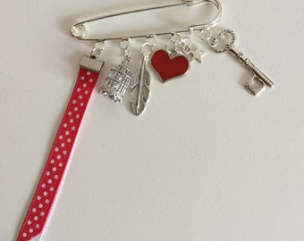PIN red heart