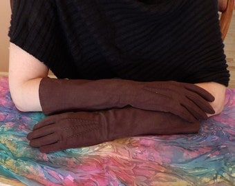 Vintage 1950's Ladies Brown Suede Elvette by Dawnelle Gloves