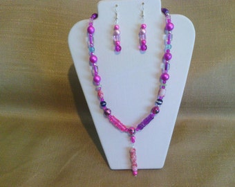 271 Fuchsia Colored Miracle Glass Bohemian Primitive Style Choker Pendant Beaded Necklace