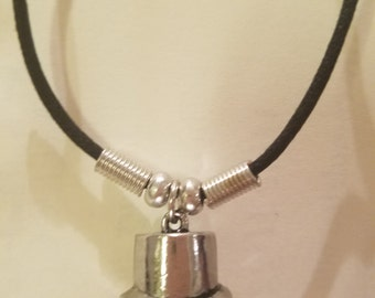 Top hat necklace