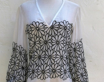 Vintage Sheer Cotton Poplin Daisy Embroidered BoHo Hippie Chic Top S