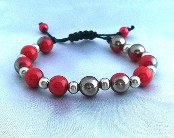 With its colors red and silver beads bracelet