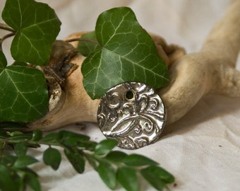 Pendant made of clay in the metallic-look / floral / romantic / manual work