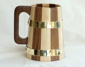 Handmade Coopered Walnut/Sycamore Tankard, 1-pint, Brass Hoops