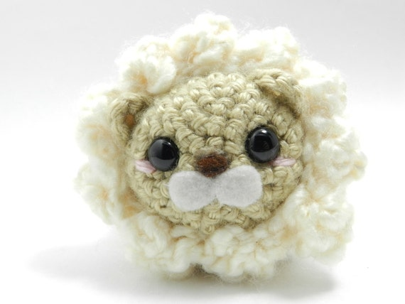 White lion - crochet lion - plush - amigurumi