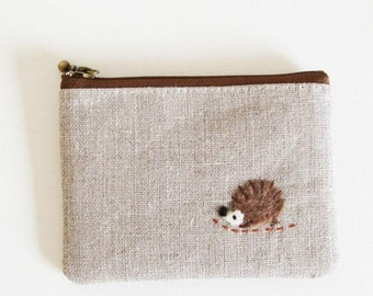 mini zipper pouch  - Linen with a hedgehog applique