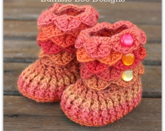 Crocodile Stitch Baby Booties That Stay On / Baby Slippers / Baby Booties / New Baby Gift / rainbow / 0-6 months / wool / baby slippers