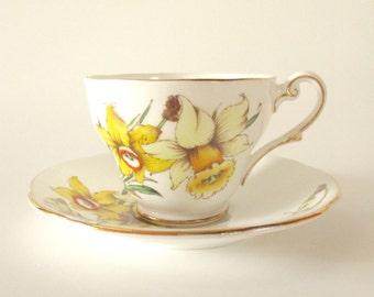 Vintage Tea Cup and Saucer, Royal Standard fine Bone China England, Golden Gleam
