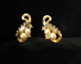 Trifari Clip On Earrings Petite Gold Scrolls Pearls Clear Crystals Rhinestones Vintage 1970's Costume Jewelry Accessories