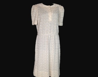 Vintage 70's Dress, Beige Knit, Leslie Fay,  Short Sleeves, Fitted Waist, Lace Neckline, Knee Length, Small