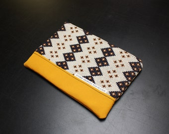 TUTONE vintage polyester zip pouch in Butterscotch