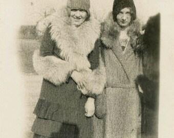vintage photo 1920s Flapper GAls Cloche Hats Fur Coats