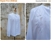 ON SALE Vintage 1980/80s White embroidered silky fabric blouse size M