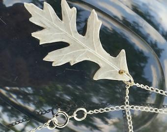 Frosty Pin Oak Necklace