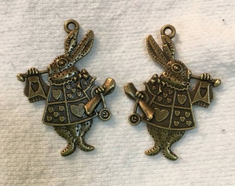 Rabbit charm Alice in Wonderland charms antiqued bronze  metal    (AAA5)   quantity 3 jewelry supplies findings
