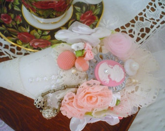 Strawberry-Cone Hand M French lavender sachet white, flower,lace,cameo,beads,
